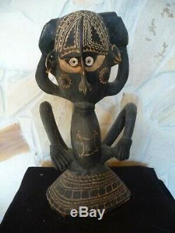 Charming Antique JAPANDAI Figure Papua New Guinea Oceanic Art