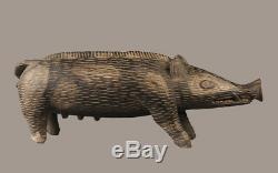 Cochon sculpté iatmul, sepik carving, wooden pig, papua new guinea