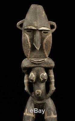 Figure nogwi, oceanic tribal art, papua new guinea