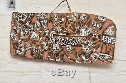 LARGE VINTAGE PAPUA NEW GUINEA KAMBOT CARVED WOOD RELIEF STORY BOARD 25 x12.5