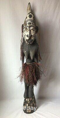 Papua New Guinea Sepik Carved Wooden Female Warrior w Bird Statue Tribal Art 38