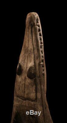 Proue de pirogue, canoe prow, sepik river, papua new guinea